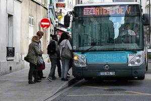 Pháp lần đầu tiên phạt tù đối tượng 'chạm vào mông' phụ nữ trên xe buýt