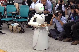 Thú vị quán cafe sử dụng robot để làm bồi bàn