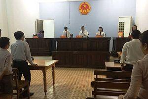 Chủ tịch tỉnh ủy quyền cho giám đốc sở ra tòa?