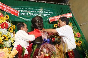 Trao tặng tượng đồng cụ Nguyễn Trung Trực cho tỉnh Kiên Giang