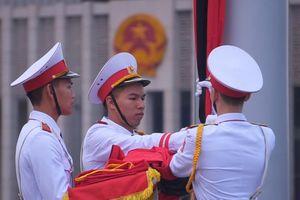Cờ tổ quốc treo rủ trước lăng Chủ tịch Hồ Chí Minh ngày quốc tang