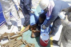 Thiếu niên Indonesia sống sót kỳ diệu sau 49 ngày lênh đênh trên biển