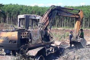 Quảng Trị: Máy múc đất cháy rụi trong đêm, nghi bị đốt