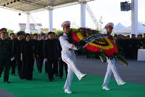Người dân viếng Chủ tịch nước Trần Đại Quang tại quê nhà