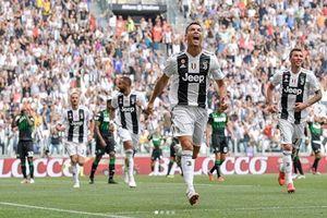 MU thua vẫn làm bá chủ, Ronaldo bị tố... ăn cắp