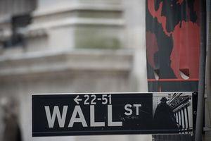 Nhà đầu tư Mỹ bán cổ phiếu trước cuộc họp quan trọng của Fed