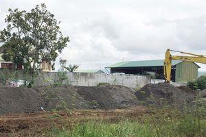 Kiểm tra bãi tập kết chất thải từ dự án bauxite Tân Rai, Lâm Đồng