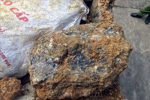 Thủ đoạn tinh vi vận chuyển gỗ lậu và quặng không rõ nguồn gốc