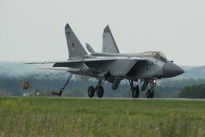 Tiêm kích ánh chn ình ám MiG-31 ca Nga gp nn