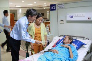 Trao quà, động viên bệnh nhân ung thư tại Bệnh viện Ung bướu Đà Nẵng