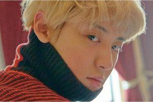 Vừa trở lại sau 2 tuần, Chanyeol (EXO) tung bộ hình đẹp 'ná thở' trong kiểu tóc mới màu bạch kim