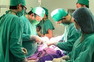 Phẫu thuật thành công cắt nang tuyến phổi khổng lồ