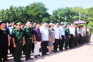 Đoàn đại biểu Hội nghị biểu dương người có uy tín thăm quan tại Quảng Trị