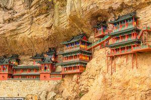 Những công trình trên vách núi ấn tượng nhất thế giới