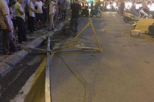 Hà Nội: Sắt từ tòa nhà xây dựng rơi trúng 3 xe máy, 1 người tử vong