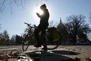 Hà Lan sẽ cấm sử dụng điện thoại khi đi xe đạp