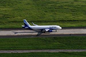Ấn Độ: Hành khách say rượu chạy vào buồng lái máy bay để sạc điện thoại