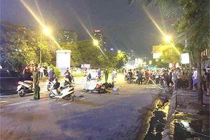 Hà Nội: Đang đi trên đường, cô gái tử vong vì bị khung sắt rơi trúng
