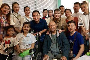 Nghệ sĩ Lê Bình, Mai Phương quyên tiền hỗ trợ soạn giả bị ung thư