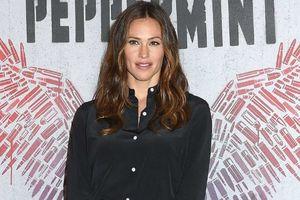 Hậu Ben Affleck, Jennifer Garner trở lại đầy mạnh mẽ với Peppermint