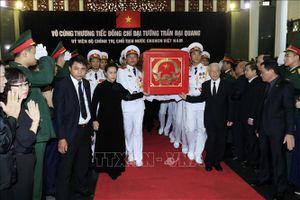Tổng Bí thư Nguyễn Phú Trọng, Chủ tịch Quốc hội Nguyễn Thị Kim Ngân đưa linh cữu Chủ tịch nước Trần Đại Quang ra xe tang