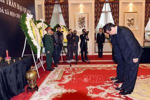 Tiếp tục có nhiều đoàn đến viếng Chủ tịch nước Trần Đại Quang tại Trung Quốc, Campuchia