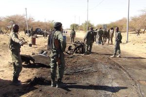 Xe va trúng bom, 7 binh sĩ Mali thiệt mạng