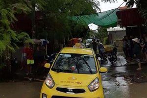 Hải Phòng: Tài xế taxi bị nước cuốn trôi mất tích khi mở cửa xe lúc trời mưa to