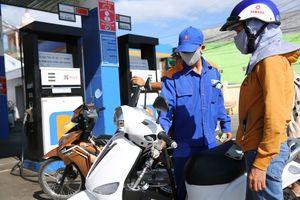 Giá dầu leo thang, khó kiềm chế lạm phát