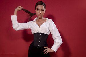Siêu mẫu Quốc tế Khả Trang tiết lộ về căn bệnh người mẫu khiến cô đau đớn