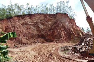 Núi Thơm ở huyện Tây Sơn (Bình Định) bị 'xẻ thịt': Xã Bình Hòa 'tiếp tay' cho doanh nghiệp khai thác đất?