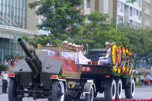 Đoàn xe đưa linh cữu Chủ tịch nước Trần Đại Quang qua các phố Hà Nội