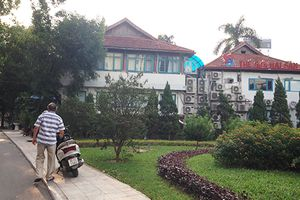Hà Nội: Nhiều công viên cây xanh đang bị 'xẻ thịt'