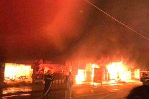 Hỏa hoạn lớn xảy ra tại dãy nhà hàng ở xã Kim Chung, Hoài Đức