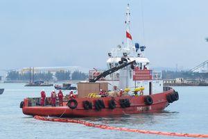 Diễn tập cứu nạn hàng hải trong vùng nước cảng biển