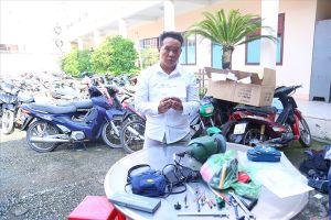 Bắt được đối tượng gây ra hàng chục vụ đập kính ôtô trộm tài sản