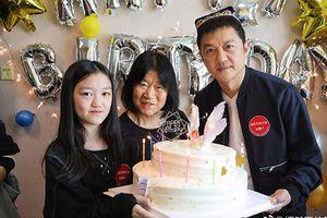 Lý Á Bằng đón sinh nhật bất ngờ bên con gái và mẹ