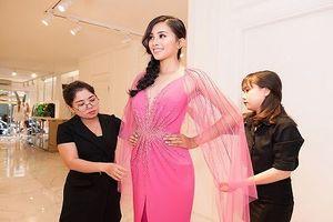 Tiểu Vy lần đầu đi nước ngoài sau đăng quang Hoa hậu