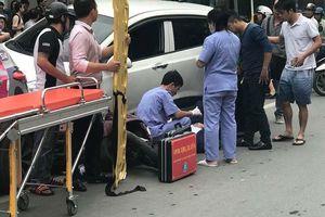 Xế hộp gây tai nạn liên hoàn, 'nuốt' xe SH vào gầm