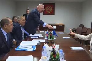 Vì sao quan chức hàng đầu EU từ chối ly cà phê Nga?