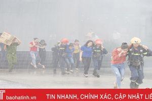 Diễn tập cứu hỏa, cứu nạn tại trung tâm thương mại lớn nhất Hà Tĩnh