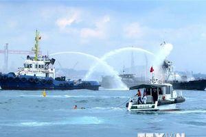 Diễn tập phối hợp tìm kiếm cứu nạn hàng hải trong vùng nước cảng biển