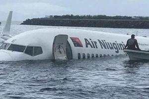 Clip: Giải cứu hành khách trên chiếc máy bay đâm xuống biển Micronesia