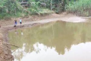 Phát hiện hai bé trai 4 tuổi tử vong dưới vũng nước gần trường mầm non