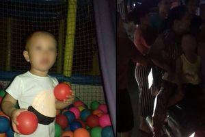 Nghi vấn bé trai 3 tuổi lạc mẹ bị bắt cóc ở siêu thị tại Hà Nội