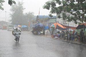 Mưa lớn dữ dội trút xuống miền Bắc và Bắc Trung Bộ