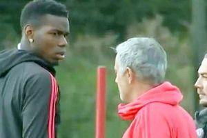 Pogba và Mourinho lườm nhau như kẻ thù trên sân tập