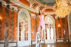 Cô nàng biểu diễn trên xe đạp 1 bánh
