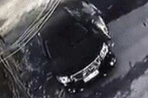 Người phụ nữ nghi cào xước sơn xe Camry để 'trả đũa'