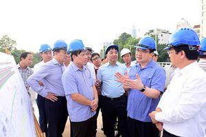 Bí thư Thành ủy Hoàng Trung Hải kiểm tra công trình cầu vượt An Dương: Tập trung thực hiện để hoàn thành dự án trước 10/10